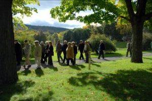 Marche dans un cimetière